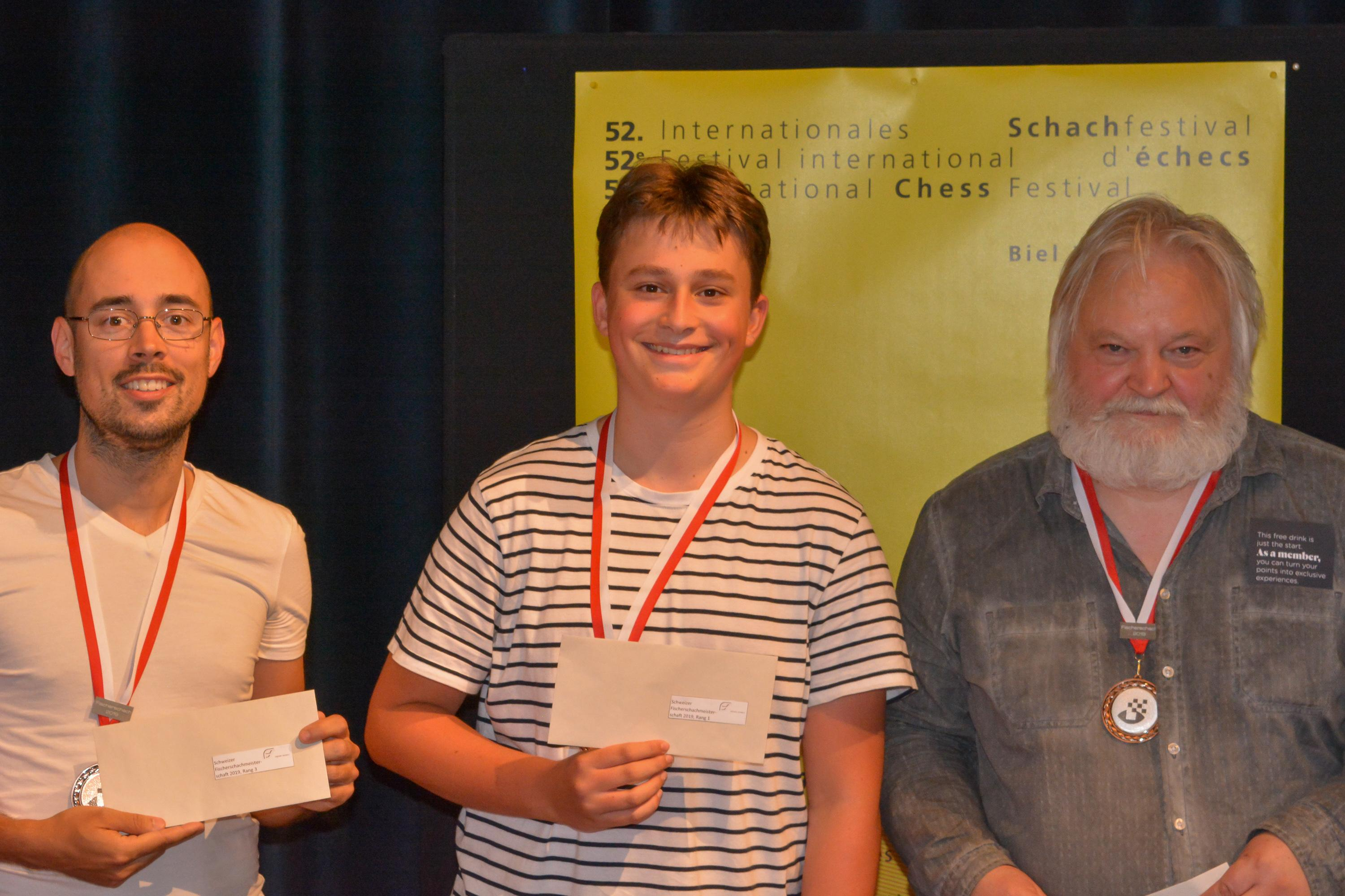 Image Podium of the Chess960 Tournament: (from the left) 3rd FM Marco Gähler, 1st IM Vincent Keymer , 2nd GM Artur Jussupow