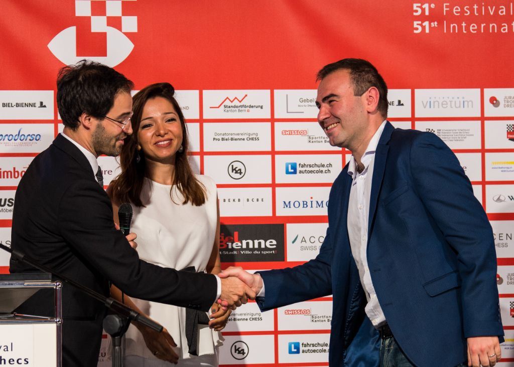 Image From the left: GM Yannick Pelletier (Director of the ACCENTUS GMT), Hanum Ibrahimova (Ambassador of the Republic of Azerbaijan) and GM Shakhriyar Mamedyarov (Winner of the ACCENTUS GMT)