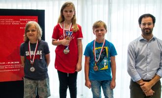 Image Polle Van Arendonk (2nd), Daria Novikova (Winner), Daniel Juhanak (3rd) and GM Yannick Pelletier (Director of the ACCENTUS GMT)